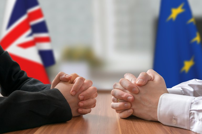 Negotiation_of_Great_Britain_and_European_Union_(Brexit)._Statesman_or_politicians_with_clasped_hands.