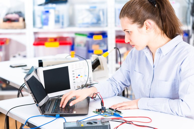 Young_woman_in_electronics_repair_service_center