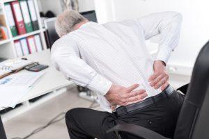 Rückenschmerzen sind mit die häufigste Berufskrankheit. Foto: thodonal / Fotolia