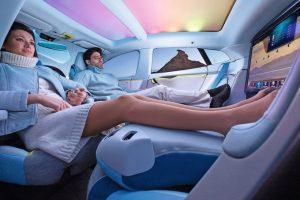 Der Innenraum der Zukunft könnte ein völlig neues Konzept mit sich bringen. Bilder: Rinspeed