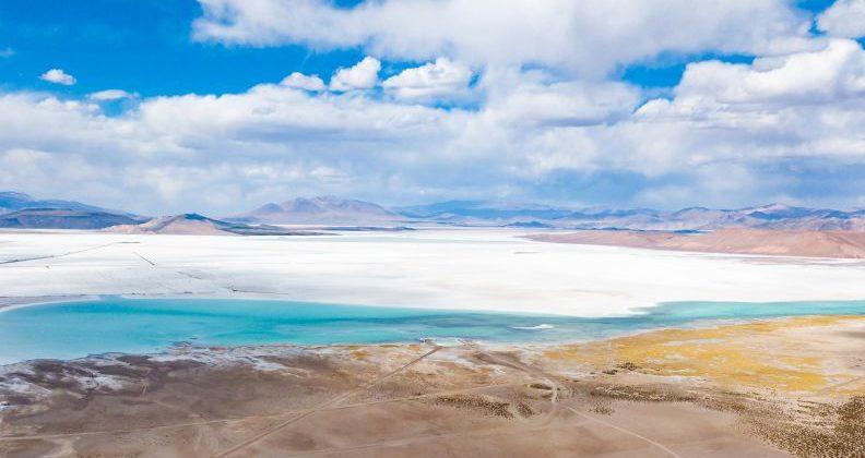 Lithium-Abbau im Salzsee Salar del Hombre Muerto