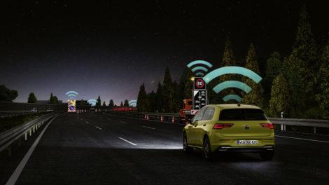 Der neue Golf kann sich mit WLANp serienmäßig mit anderen Autos vernetzen. Bild: Volkswagen AG