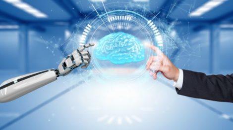 Roboterhand, Künstliches Gehirn und menschliche Hand