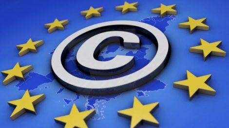 EU-Flagge mit Copyright Emblem