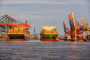 Hamburg Hafen Maschinenexporte