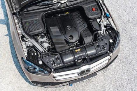 Mercedes-Benz GLE ein Frontendträger aus zwei Verbund-Halbschalen