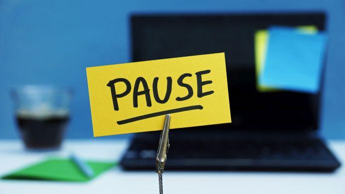 Pause Postit Laptop