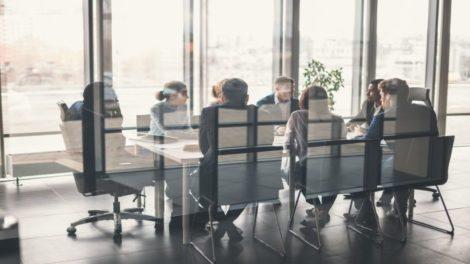 Geschäftsleute im Meetingraum