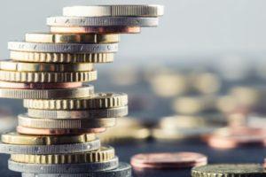 Euromünzen gestapelt