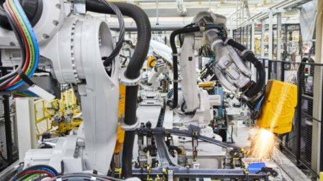 Roboter in der Automotive-Produktion: ABB und KUKA fertigen Fahrzeuge für Volkswagen. Bild: ABB
