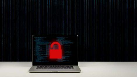 Cyber-Sicherheit: Arbeitnehmer im Homeoffice nutzen Firmengeräte für private Zwecke.
