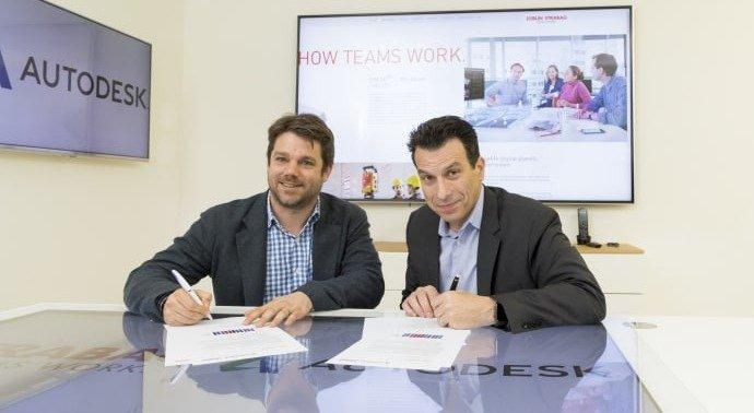 Strabag Digitalvorstand Klemens Haselsteiner und Autodesk-CEO Andrew Anagnost bei der Vertragsunterzeichnung