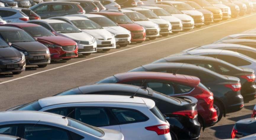 Ohne Transformation der Geschäftsmodelle werden Autohersteller ihre Profitabilität langfristig nicht halten können, prognostiziert Deloitte. Bild: scharfsinn86/Adobe Stock