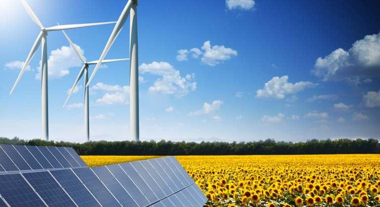 Solarzellen und Windräder: Erneuerbare Energien sollen bei der Erzeugung von Wasserstoff helfen.