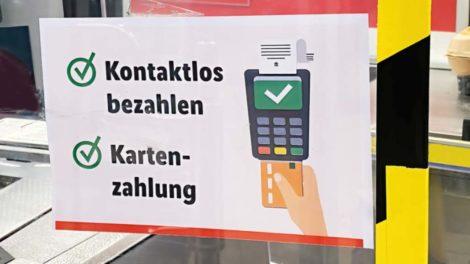 Kontaktloses Bezahlen steht auf der Wunschliste aller Generationen. Bild: Jürgen Fälchle via Adobe Stock