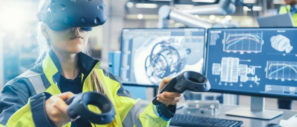 Frau im Betrieb mit VR-Brille. Der Bitkom hat einen Leitfaden zum Einsatz von AR und VR veröffentlicht. Bild: Gorodenkoff/Adobe Stock