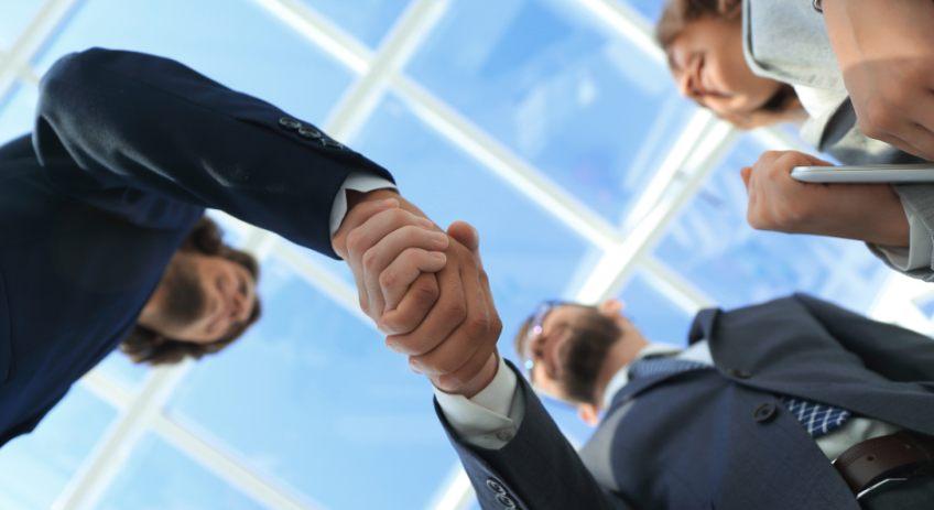 Handel Handshake Bitkom Studie