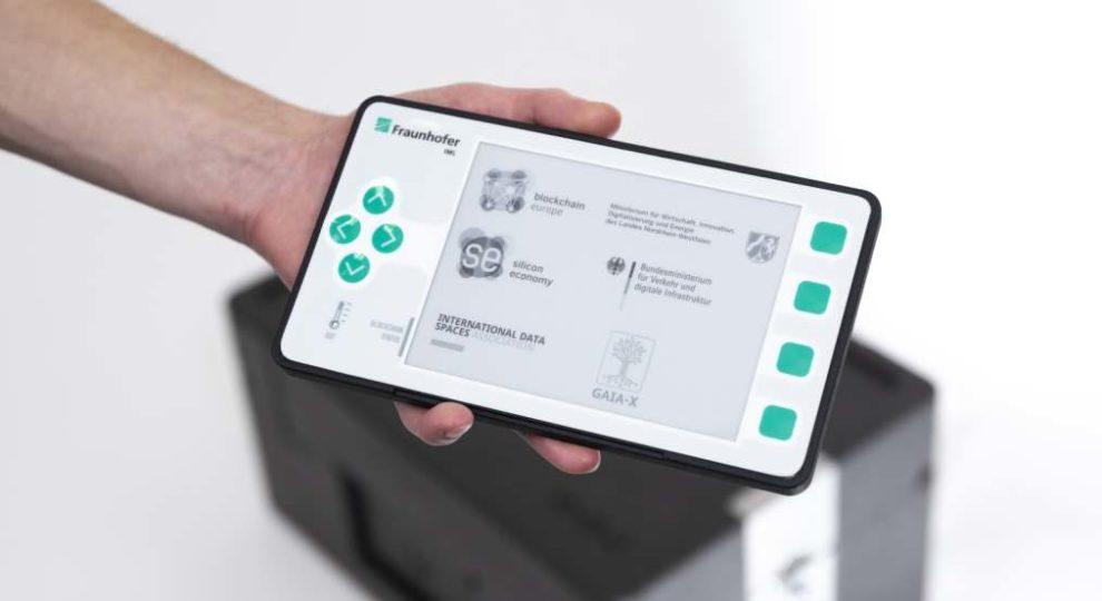 """Der erste Prototyp des """"Blockchain Device"""", der jetzt vom Fraunhofer IML vorgestellt wurde."""