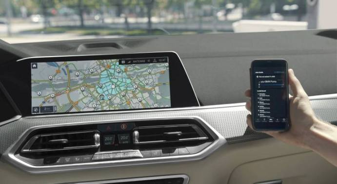 Einige Plug-in-Hybrid-Modelle von BMW schalten in eDrive-Zonen automatisch in den Elektromodus.