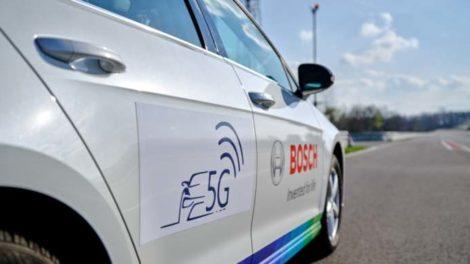 """Das Projekt """"5G NetMobil"""" entwickelt Lösungen für mehr Sicherheit und Effizienz durch Echtzeit-Kommunikation."""