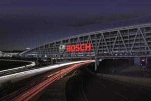 Bosch Parkhaus bei Nacht
