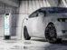 Elektroauto beim Aufladen. Laut Global Automotive Consumer Study 2021 wollen weniger Konsumenten einen Alternativantriebler kaufen