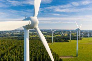 Studie Energiewirtschaft: Windräder, nachhaltige Energie auf dem Vormarsch. Bild: engel.ac/Adobe Stock