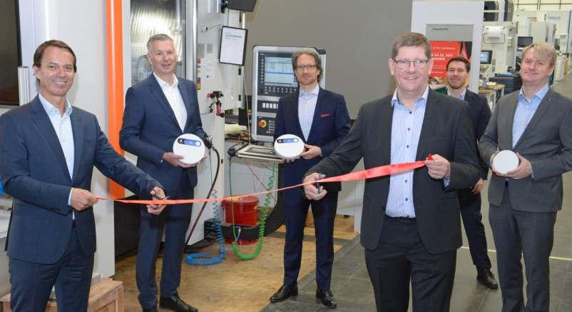 Eröffneten gemeinsam den Aachener Campus: Thomas Bergs, Robert H. Schmitt (beide Fraunhofer IPT), Olaf Reus, Jan-Peter Meyer (beide Ericsson) und Sven Jung (Technischer Leiter 5G-Industry Campus Europe)