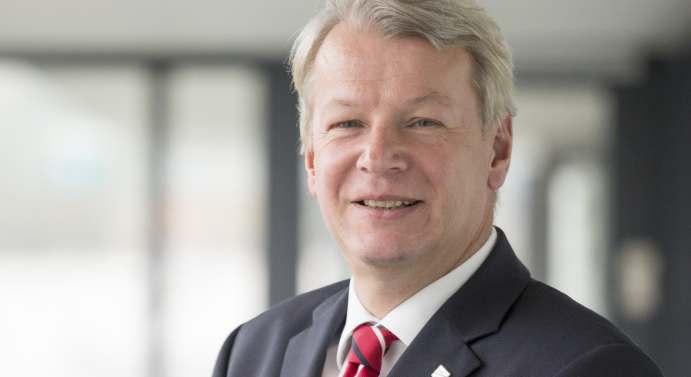 Autorenfoto von Prof. Peter Liggesmeyer, Leiter des Fraunhofer-Instituts für Experimentelles Software Engineering IESE