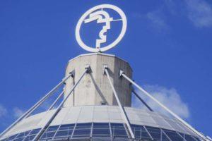 Turmspitze Messegelände Hannover Messe. Bild: Hubertus Blume via Adobe Stock