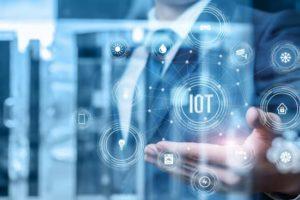 Mit dem Internet of Things kommen viele Sicherheitsgefahren, warnt Palo Alto Networks. Businessman IoT natali_mis Adobe Stock