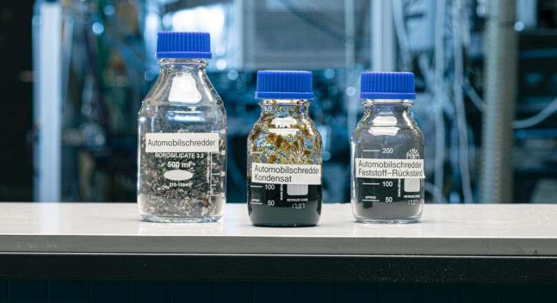 Kunststoff in Flaschen: KIT und Audi forschen an Recyclingmethoden im Automobilbereich.