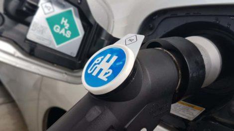 Wasserstoff-Zapfpistole: Die Brennstoffzelle soll in schweren Nutzfahrzeugen eingesetzt werden.