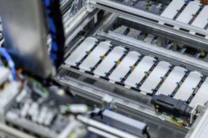 Im sächsischen Kamenz prodziert die Mercedes-Benz Tochter Accumotive Batterien auf Lithium-Ionen-Basis. Bild: Daimler AG