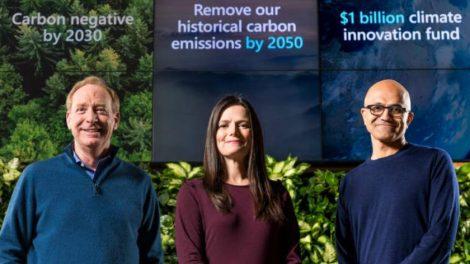 Microsoft President Brad Smith, Finanzchefin Amy Hood und CEO Satya Nadella