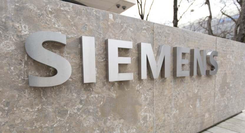 Siemens Logo auf Stein in München