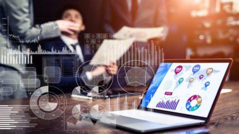SaaS Laptop mit Charts