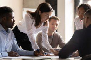 Startups beteiligen sich eher selten an öffentlichen Ausschreibungen. Bild: fizkes/Adobe Stock