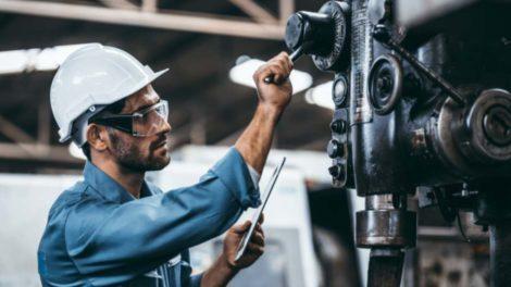 Der Maschinen- und Anlagenbau erholt sich langsam von der Krise, stellt der VDMA fest. Bild: TMLsPhotoG/Adobe Stock