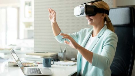 Ericsson trainiert sein Fachpersonal via Virtual Reality (VR). Bild: pressmaster Adobe Stock