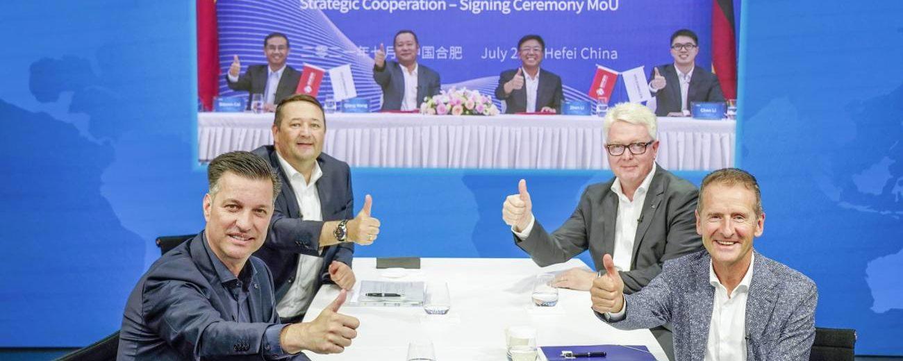 Volkswagen und Gotion High-Tech bei der Unterzeichnung.