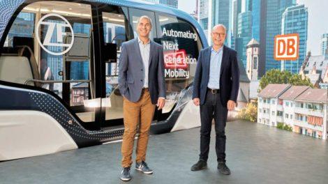 Frank Klingenhöfer, Vorstand DB Regio Bus, und Torsten Gollewski, Leiter Autonomous Mobility Systems von ZF
